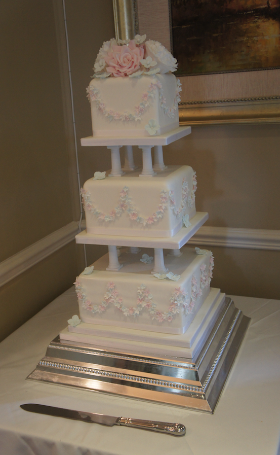 vintage-pillar-wedding-cake