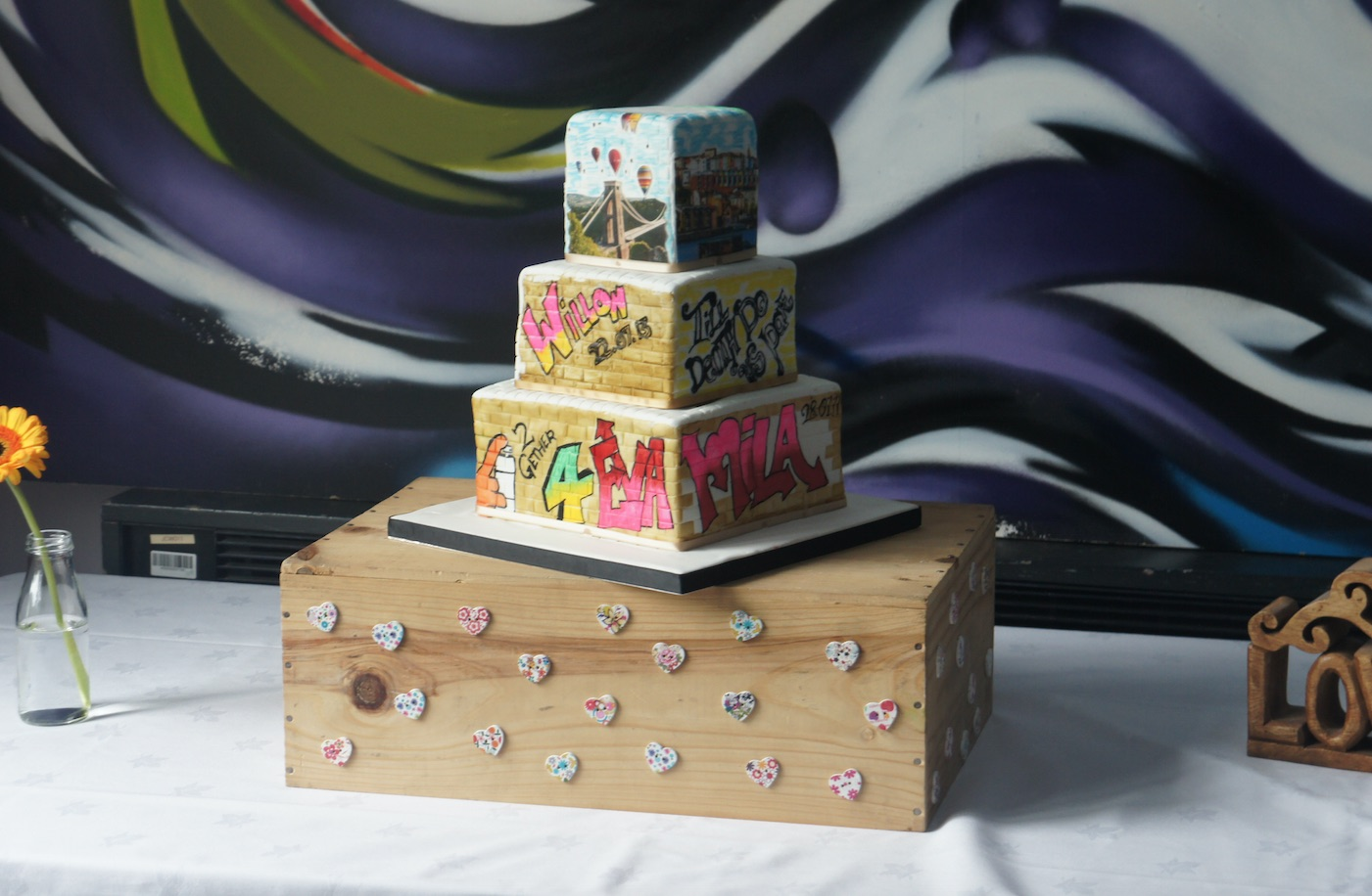 mini-graffiti-wedding-cake