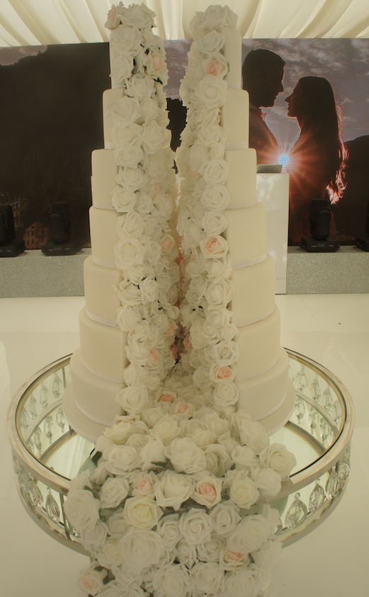 eggless-split-half-wedding-cake