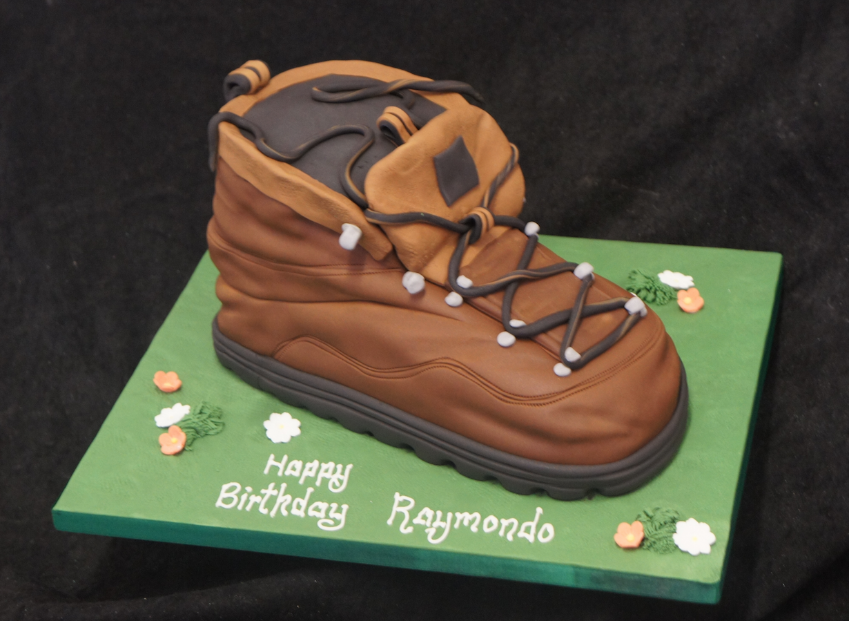 walking-boot-cake