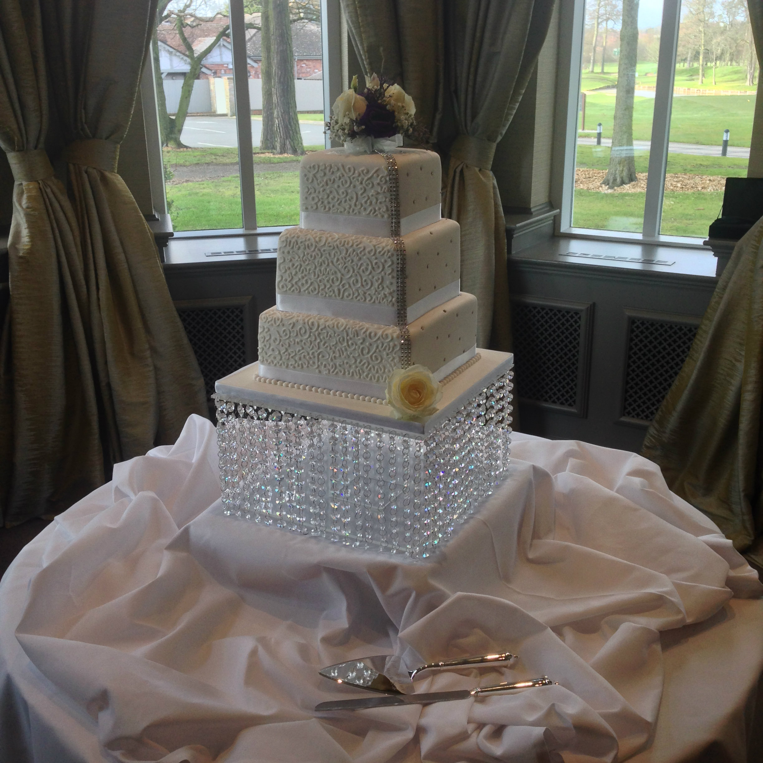 daimante crystal wedding cake