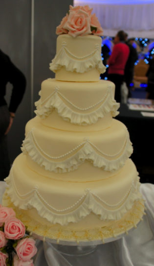 wedding cakes with frills wedding cake gallery wedding cake pictures 26033